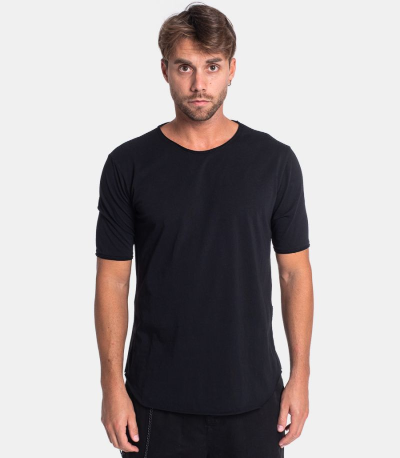Men's long raw cut t-shirt black. TB92ADIL