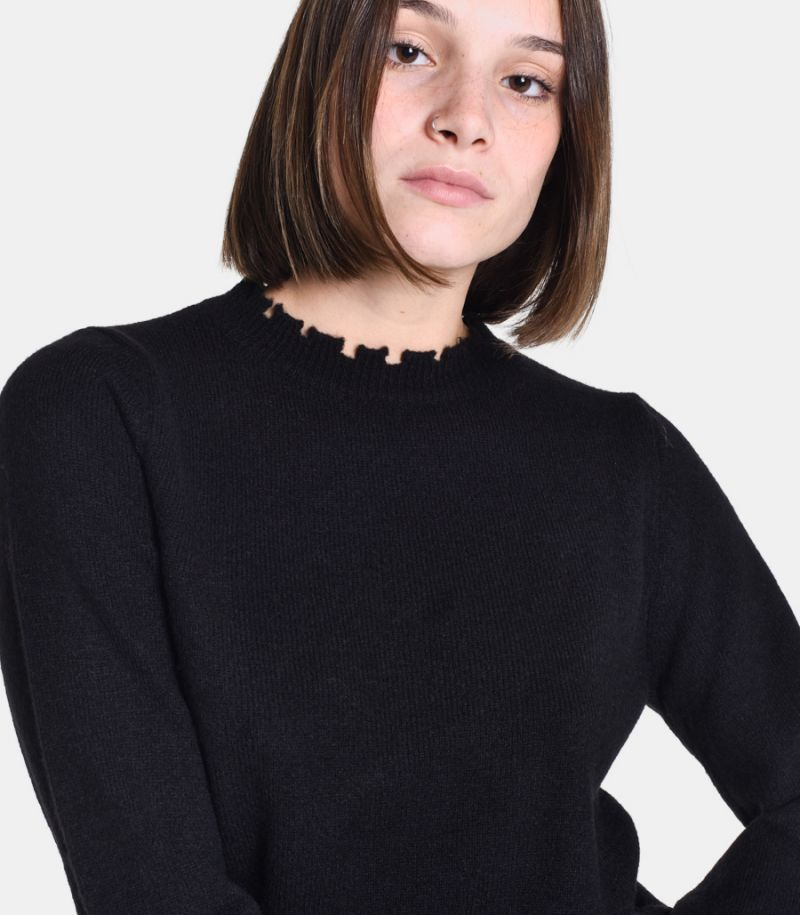 Women's cutted roundneck sweater black. 3M8046