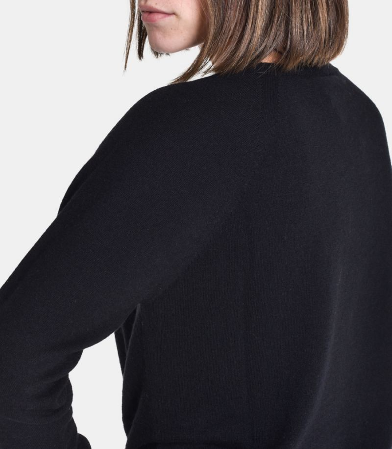 Women's roundneck sweater black. 3M8084