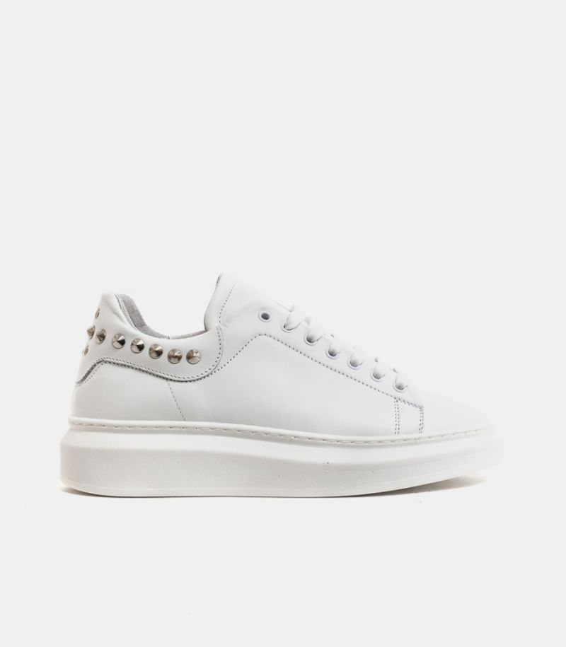 Men's sneaker shoe with studs white.
