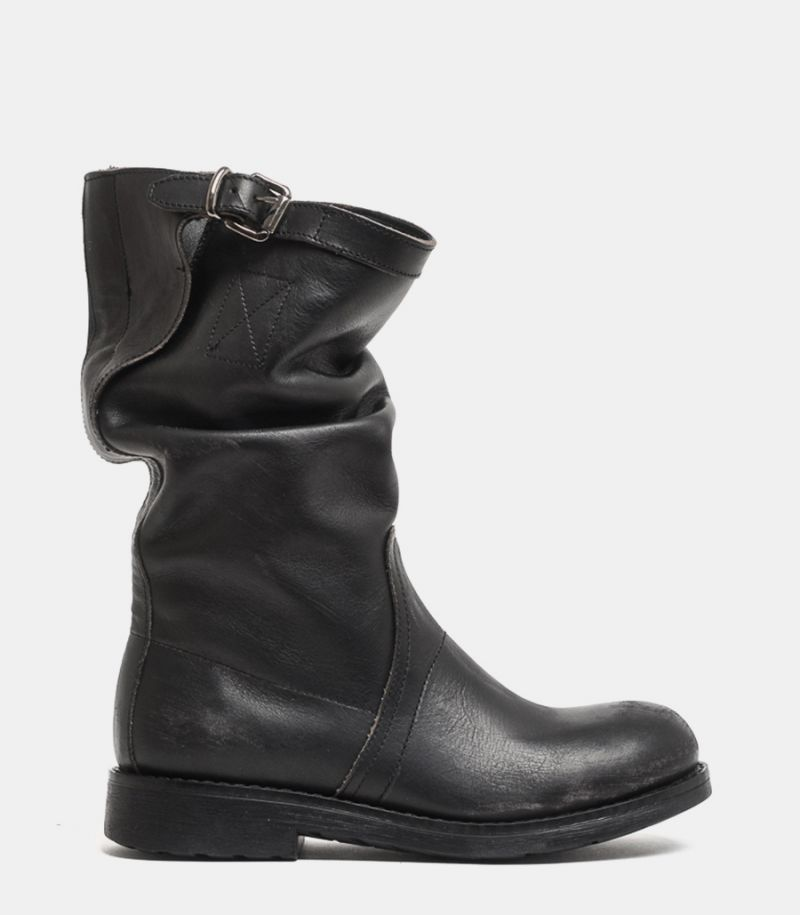 Women's real leather boot black. OVY5