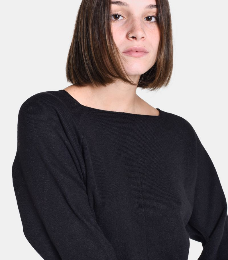 Women's raw cut sweater black. M65038353