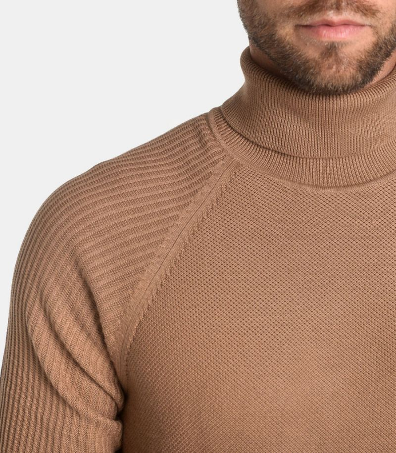 Men's turtleneck ribs shoulders camel. 16075347