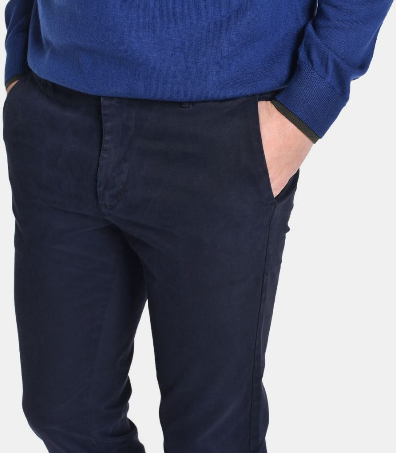 Men's micropattern chinos blue. 145C AGC175C
