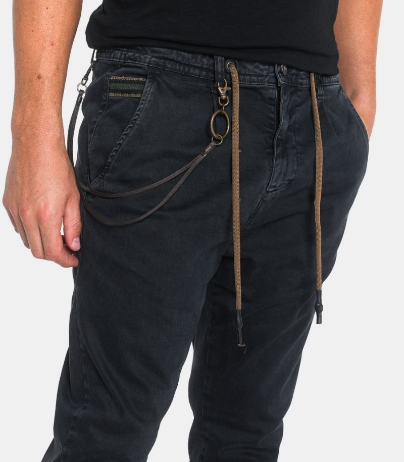 Men's lace trousers with chain black.1CR4001