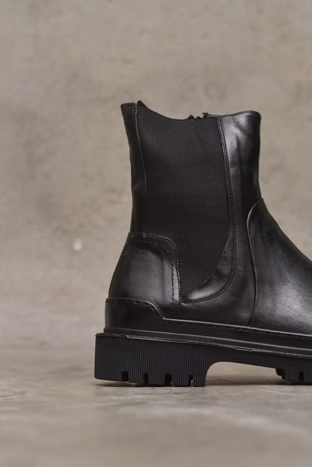 Men's high ankle boot Beatle and zip. M964-04NERO
