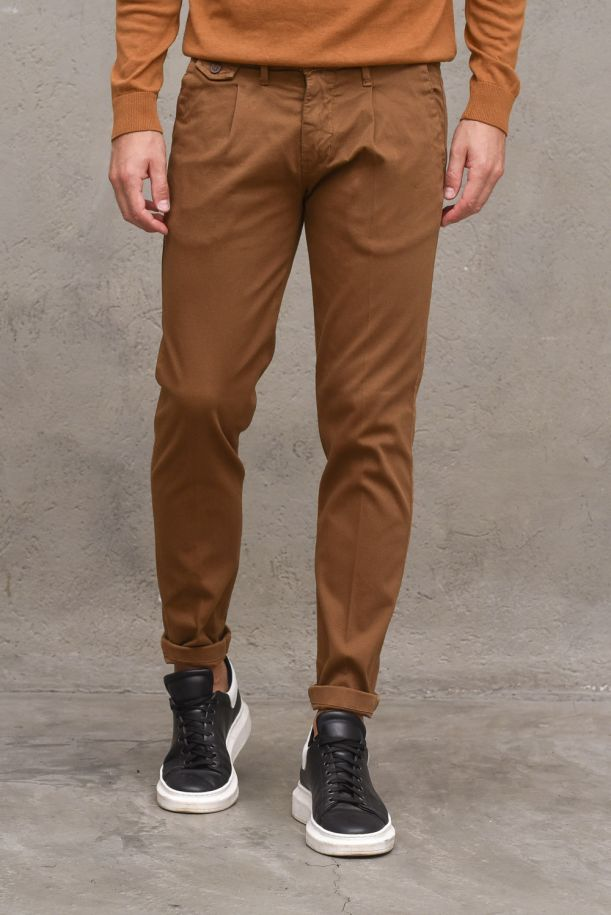 Men's chinos pants with pinces micro pocket. MI2265CAMMELLO