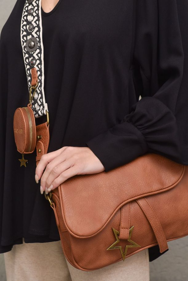 Wome's leather bag spotted. SA80144CUOIO