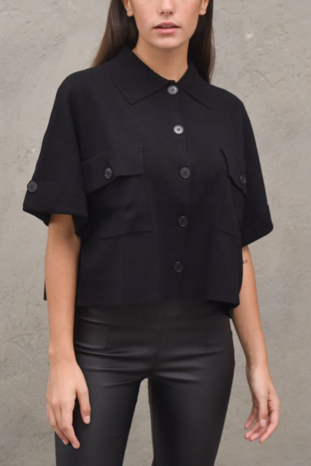 Women's knitted short jacket with pockets. 2041XNERO