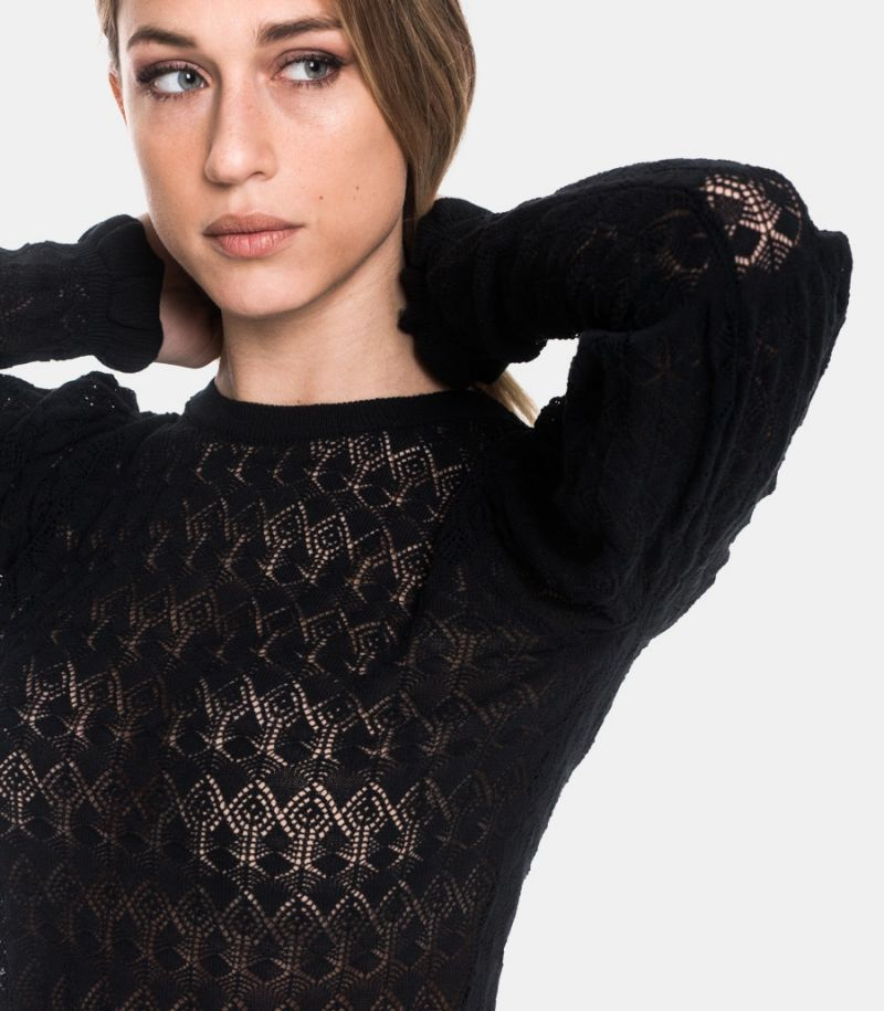 Women's knitted sweater black