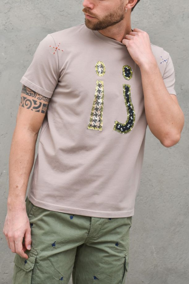 Men's question mark embroidered patch t-shirt mud. TS 4FANGO