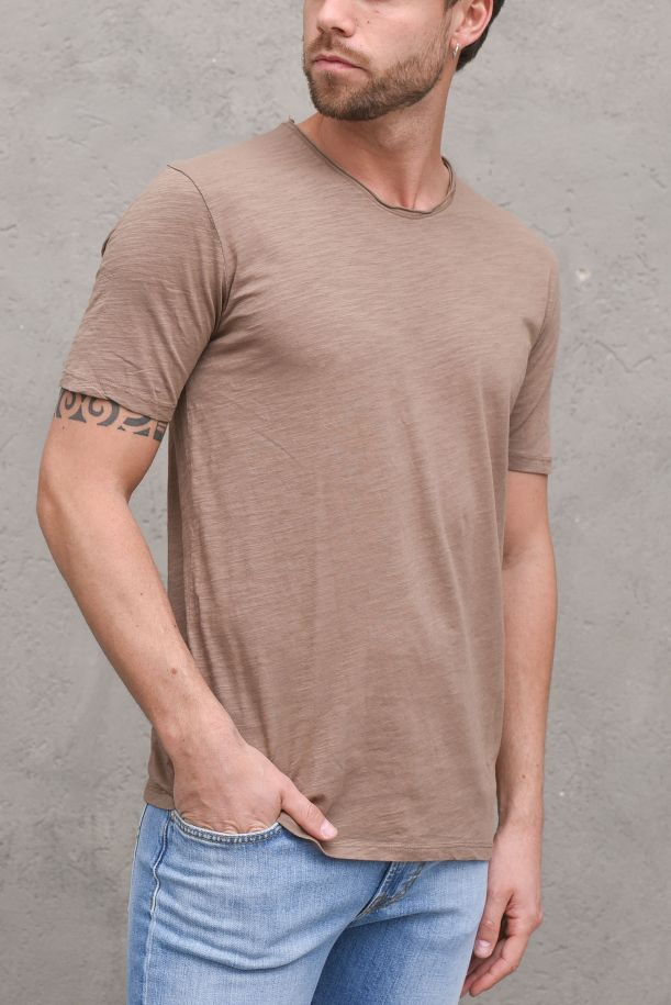 Men's t-shirt flamed cotton raw cut camel. GL1053F-21CAMEL