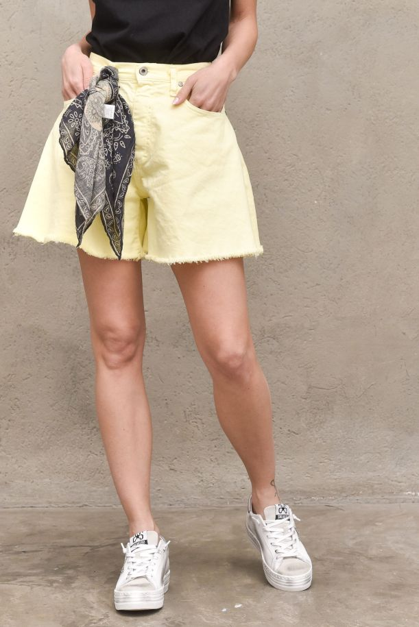 Women's raw cut shorts with foulard lime. D0EQHO2N3NLIME LIGHT