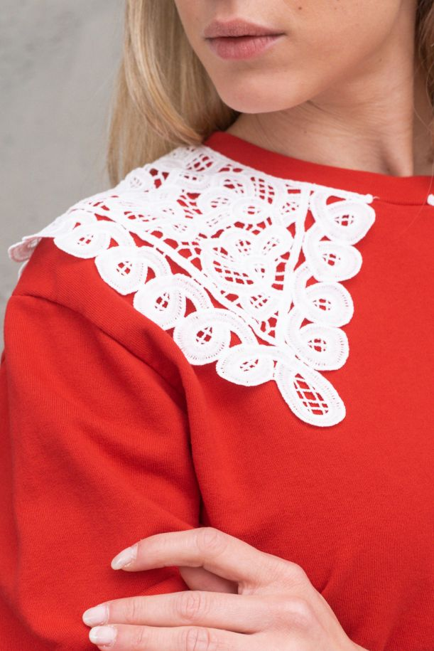 Women's lace on shoulders sweathirt red. TH0550ROSSO