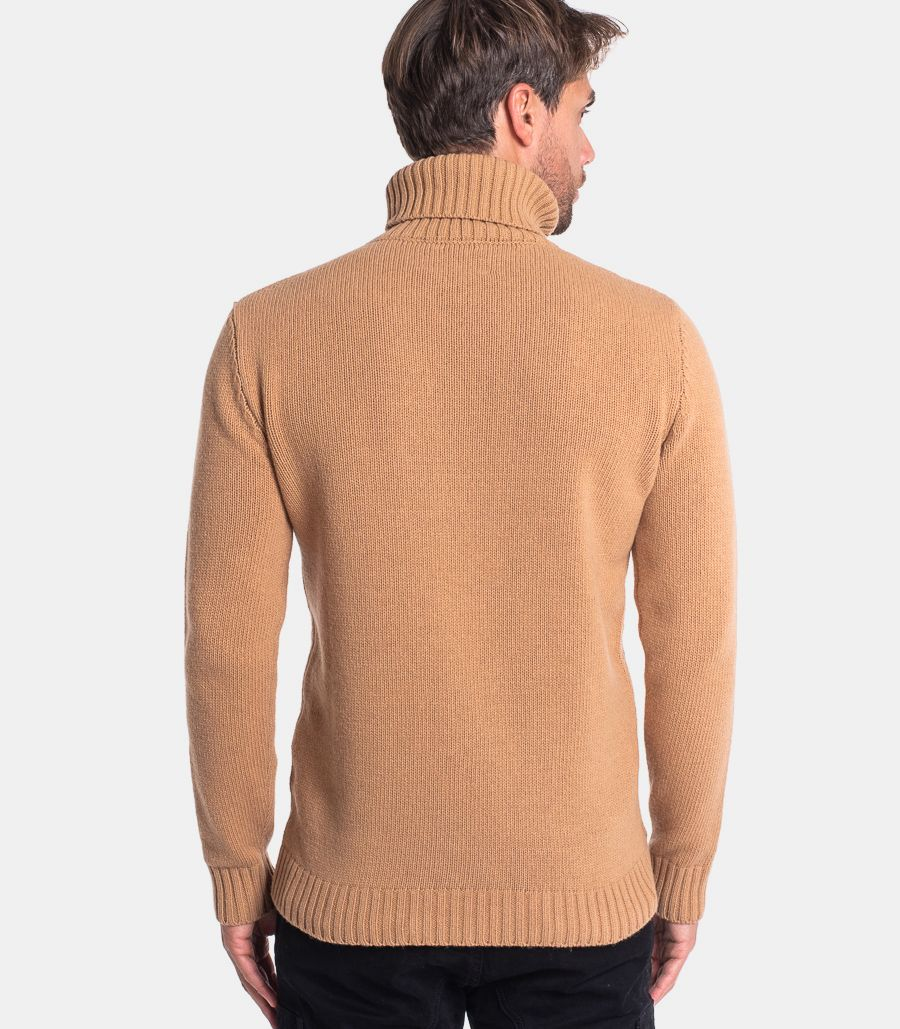 Men's turtleneck worked sweater camel. CUMCH136